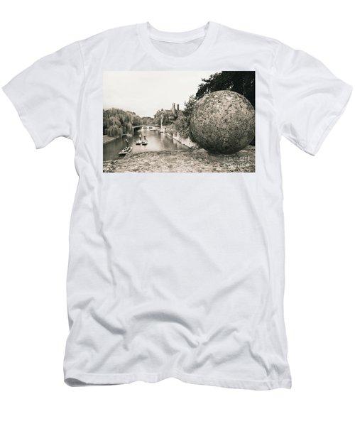 Cambridge Punting  Men's T-Shirt (Athletic Fit)
