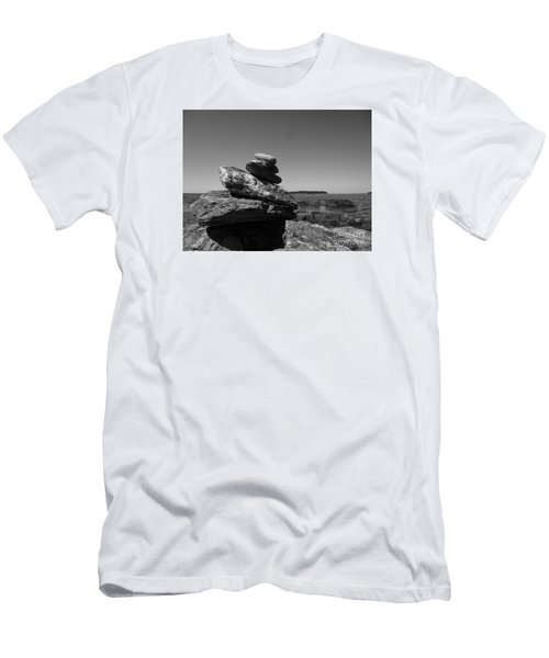 Casco Bay Cairn Bw Men's T-Shirt (Athletic Fit)