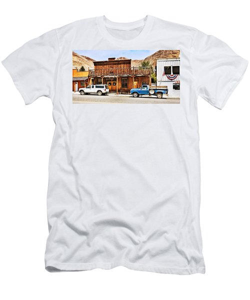 Challis, Idaho Men's T-Shirt (Athletic Fit)