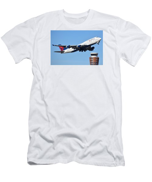 Delta Boeing 747-451 N674us Phoenix Sky Harbor January 12 2015 Men's T-Shirt (Slim Fit) by Brian Lockett