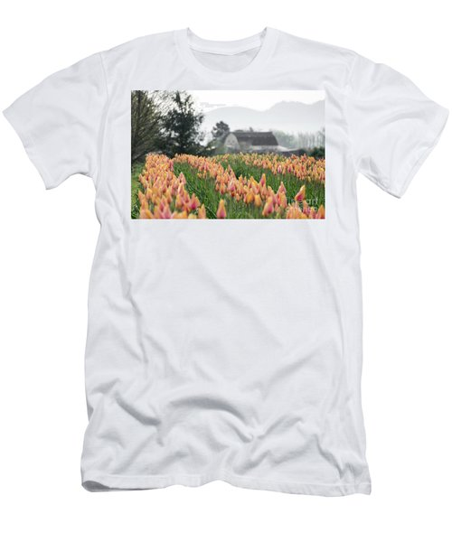 Faded Tulip Barn Men's T-Shirt (Athletic Fit)