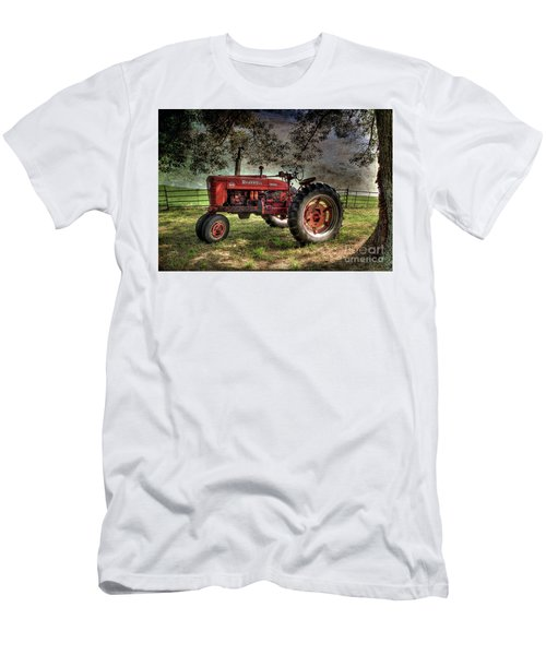 Farmall In The Field Men's T-Shirt (Athletic Fit)