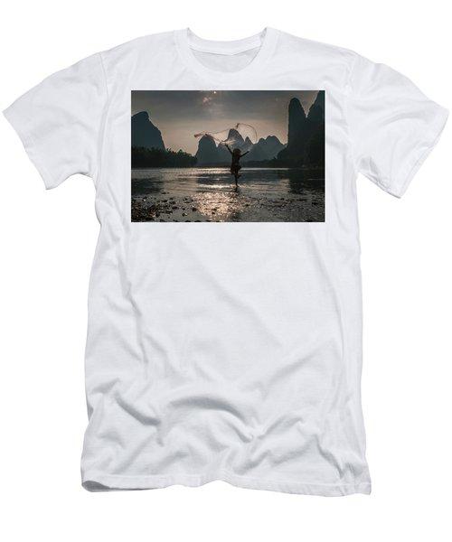 Fisherman Casting A Net. Men's T-Shirt (Athletic Fit)