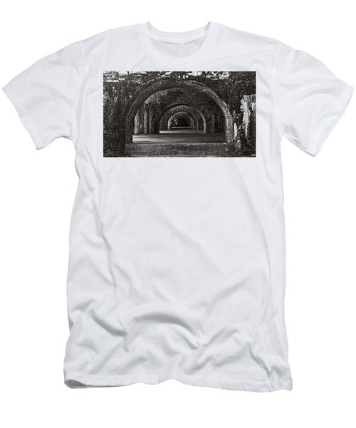 Ft. Pickens Arches Bw Men's T-Shirt (Athletic Fit)