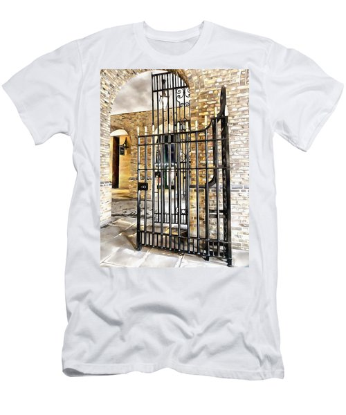Gates At Hay's Galleria London Men's T-Shirt (Athletic Fit)