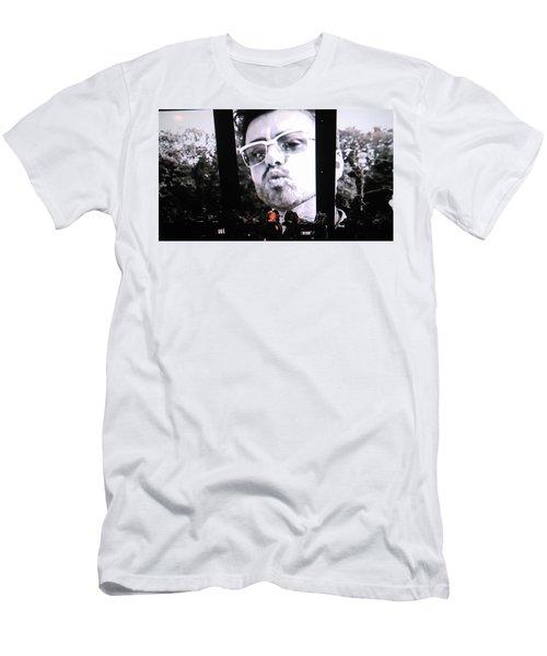 George Michael Sends A Kiss Men's T-Shirt (Slim Fit) by Toni Hopper