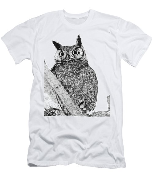 Great Horned Owl In A Tamarisk Men's T-Shirt (Athletic Fit)