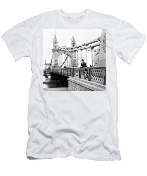 Hammersmith Bridge In London - England - C 1896 Men's T-Shirt (Athletic Fit)