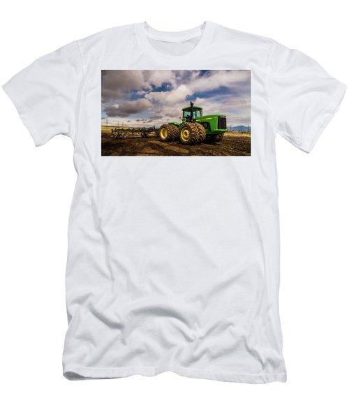 John Deere 9200 Men's T-Shirt (Athletic Fit)
