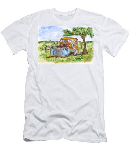 Junk Car And Tree Men's T-Shirt (Slim Fit)