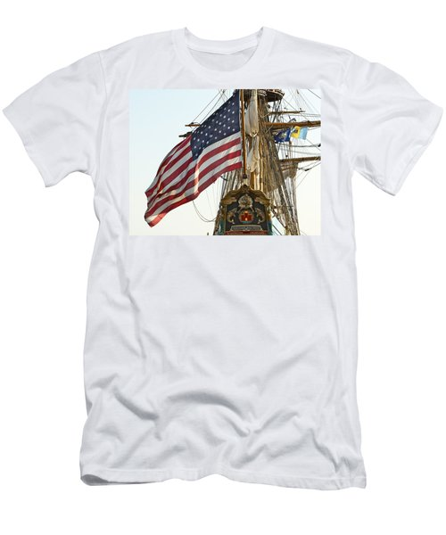 Kalmar Nyckel American Flag Men's T-Shirt (Athletic Fit)