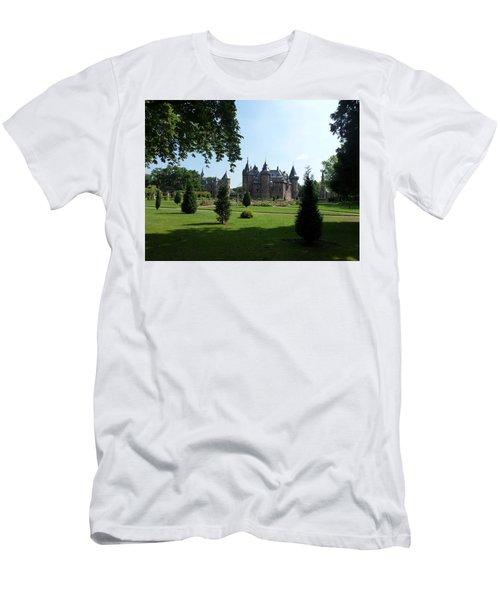 Kasteel De Haar In Haarzuilens Men's T-Shirt (Athletic Fit)