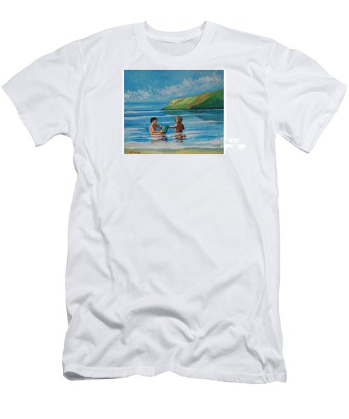 Kids Playing On The Beach Men's T-Shirt (Athletic Fit)