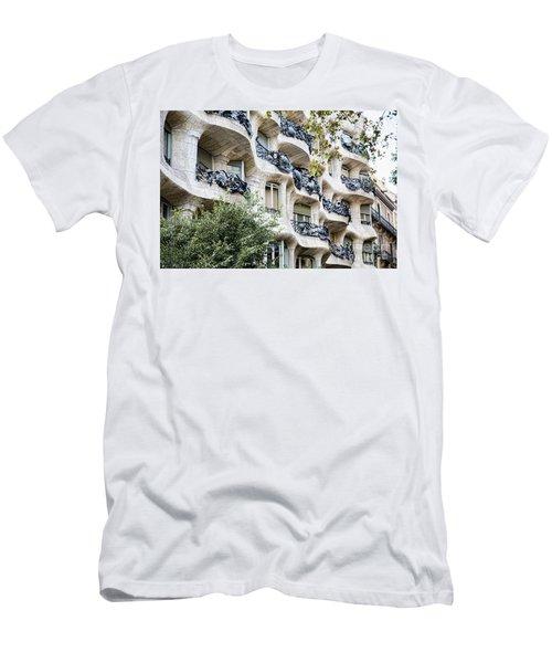 La Pedrera Casa Mila Gaudi  Men's T-Shirt (Athletic Fit)