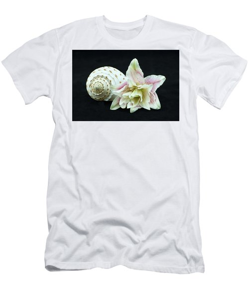 Lily And Shell Men's T-Shirt (Athletic Fit)