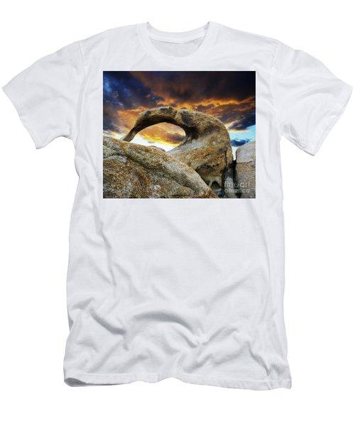 Mobious Arch California 7 Men's T-Shirt (Slim Fit) by Bob Christopher