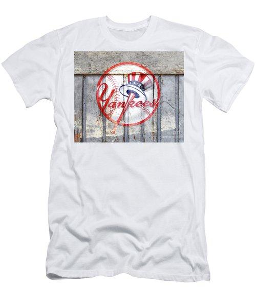 New York Yankees Top Hat Rustic 2 Men's T-Shirt (Athletic Fit)
