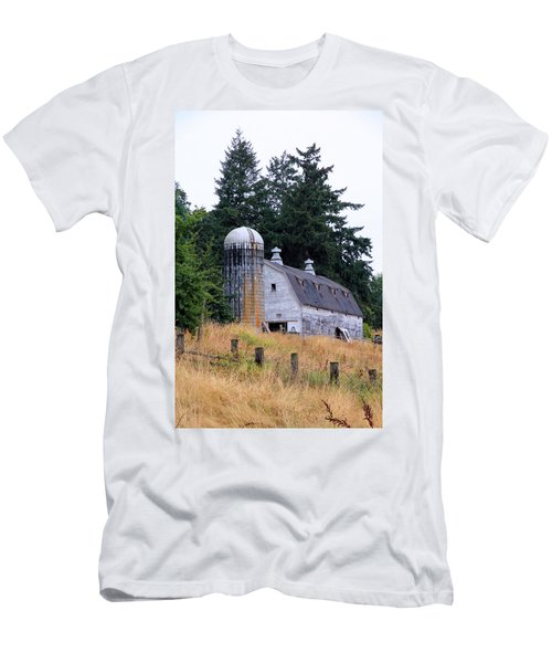Old Barn In Field Men's T-Shirt (Athletic Fit)