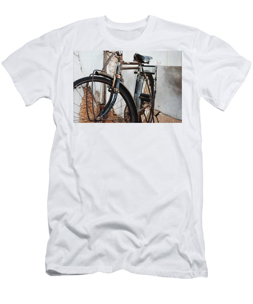 Old Bike II Men's T-Shirt (Athletic Fit)