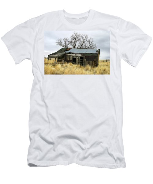 Old Wyoming Farmhouse Men's T-Shirt (Athletic Fit)