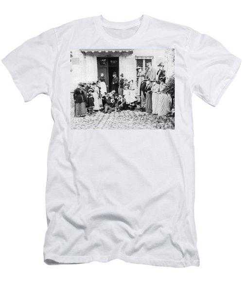 Patients Wait To See Dentist Men's T-Shirt (Athletic Fit)