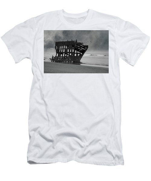 Peter Iredale Shipwreck At Oregon Coast Men's T-Shirt (Athletic Fit)
