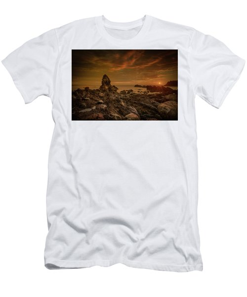 Porth Saint Beach At Sunset. Men's T-Shirt (Athletic Fit)