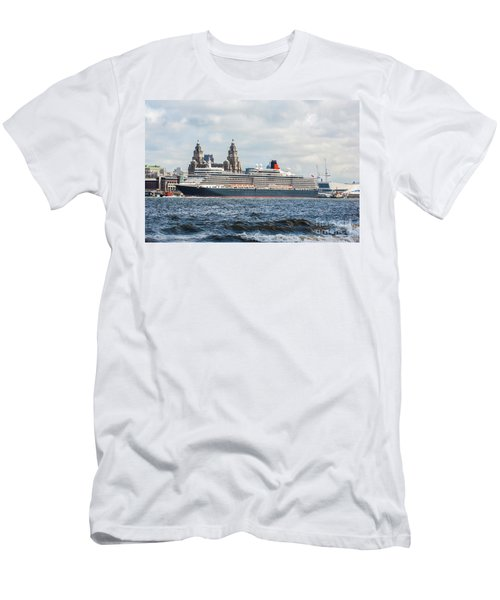 Queen Elizabeth Cruise Ship At Liverpool Men's T-Shirt (Athletic Fit)