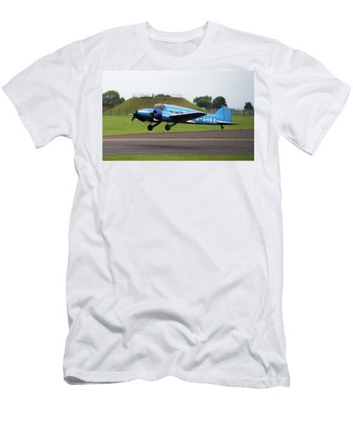 Raf Scampton 2017 - Avro Anson Nineteen During Take Off Men's T-Shirt (Athletic Fit)