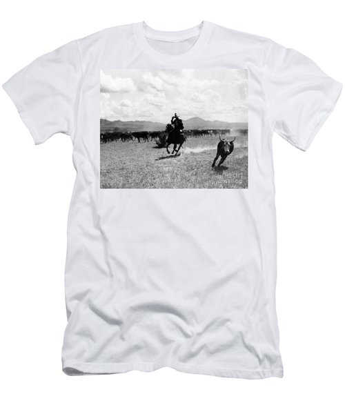 Raguero Cutting Out A Cow From The Herd Men's T-Shirt (Athletic Fit)