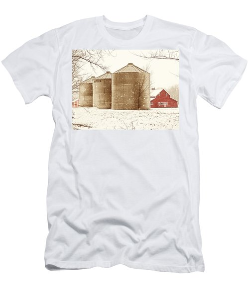 Red Barn In Snow Men's T-Shirt (Athletic Fit)