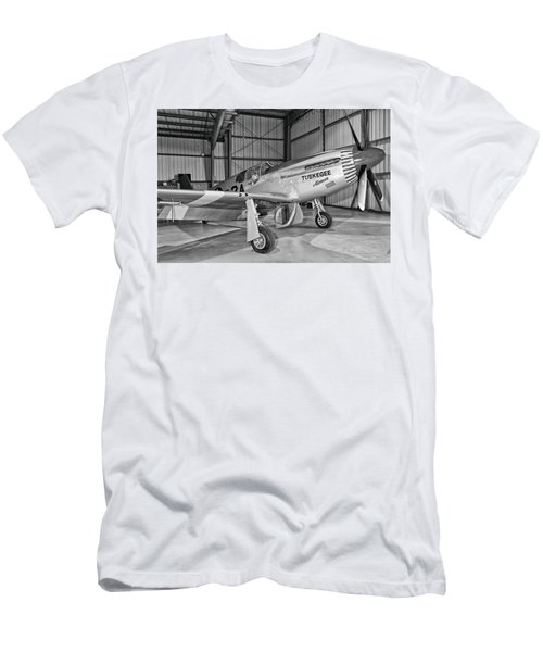 Red Tails Mustang Men's T-Shirt (Athletic Fit)