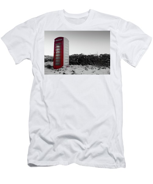 Red Telephone Box In The Snow Vi Men's T-Shirt (Athletic Fit)