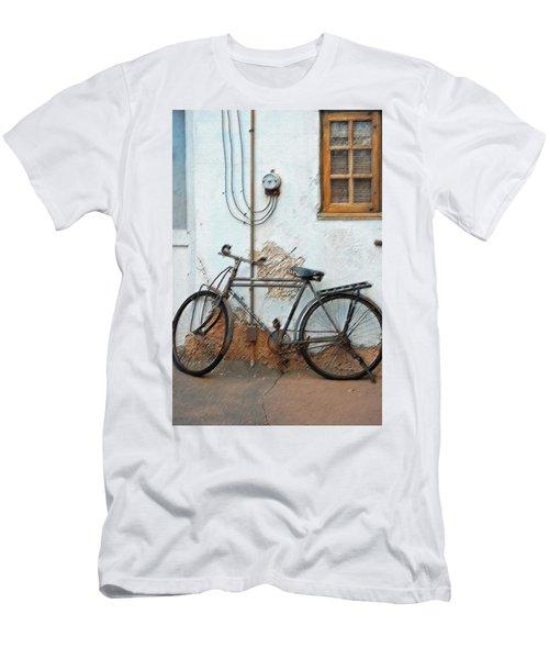 Rough Bike Men's T-Shirt (Athletic Fit)
