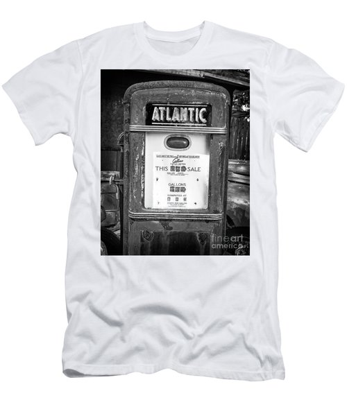 Rusty Old Vintage Atlantic Gas Pump Black And White Men's T-Shirt (Athletic Fit)