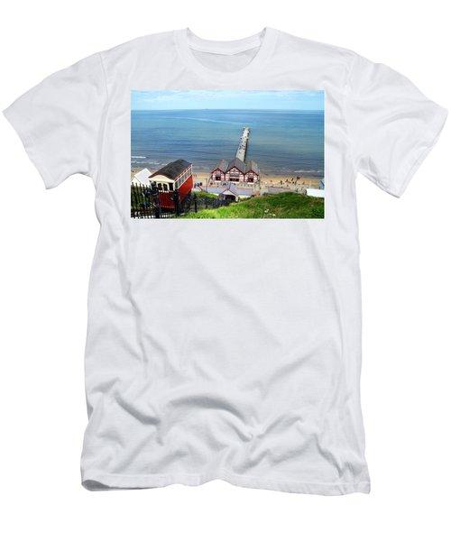 Saltburn Pier Men's T-Shirt (Athletic Fit)