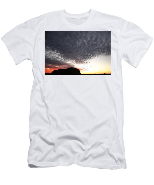 Silhouette Of Uluru At Sunset Men's T-Shirt (Athletic Fit)