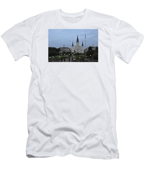 St. Louis Catherderal Men's T-Shirt (Slim Fit) by Helen Haw