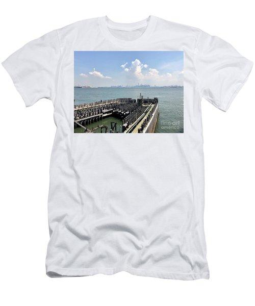 Staten Island  Men's T-Shirt (Athletic Fit)
