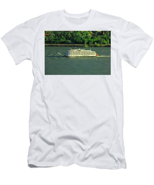 Stern Wheeler On The Columbia River  Men's T-Shirt (Athletic Fit)