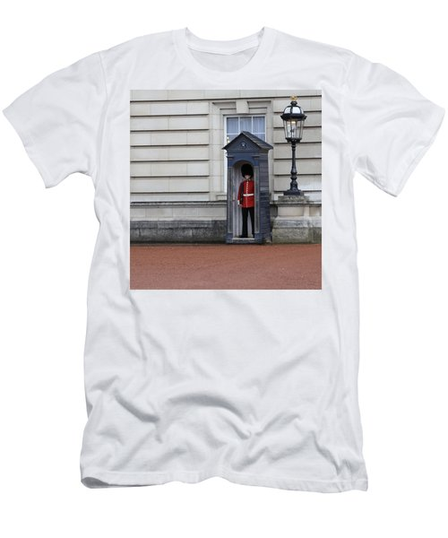 The Guard At Buckingham Palace Men's T-Shirt (Athletic Fit)