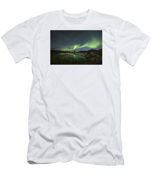 The Man Under The Aurora Sky Men's T-Shirt (Athletic Fit)
