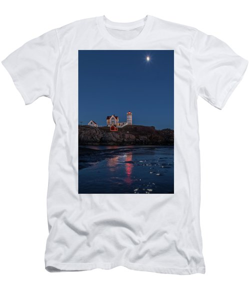 The Nubble Waiting For Snow Men's T-Shirt (Athletic Fit)