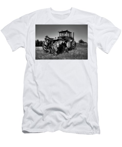 Tractor In The Countryside Men's T-Shirt (Athletic Fit)