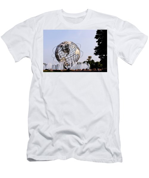 Unisphere Fountain Men's T-Shirt (Athletic Fit)