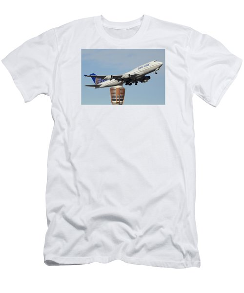 United Boeing 747-422 N128ua Phoenix Sky Harbor January 2 2015 Men's T-Shirt (Slim Fit) by Brian Lockett