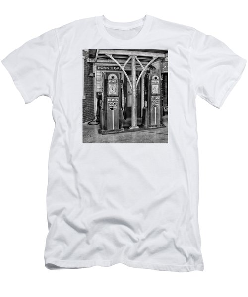 Vintage Gas Station Bw Men's T-Shirt (Athletic Fit)
