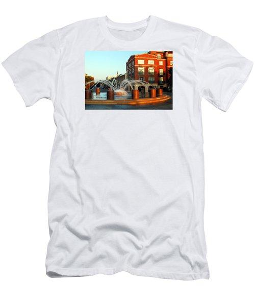 Waterfront Park Charleston Men's T-Shirt (Athletic Fit)
