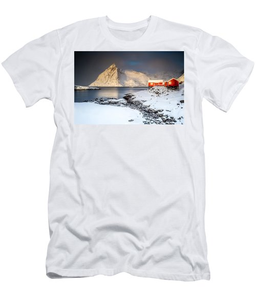 Winter In Lofoten Men's T-Shirt (Slim Fit)