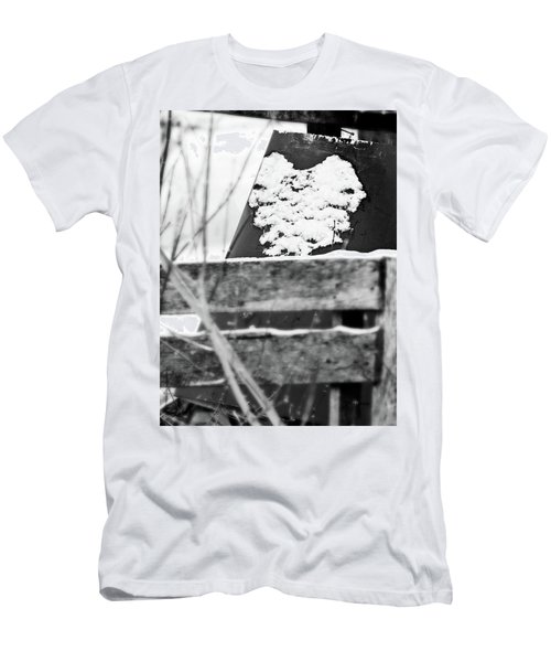Winter Snow Heart Men's T-Shirt (Slim Fit)
